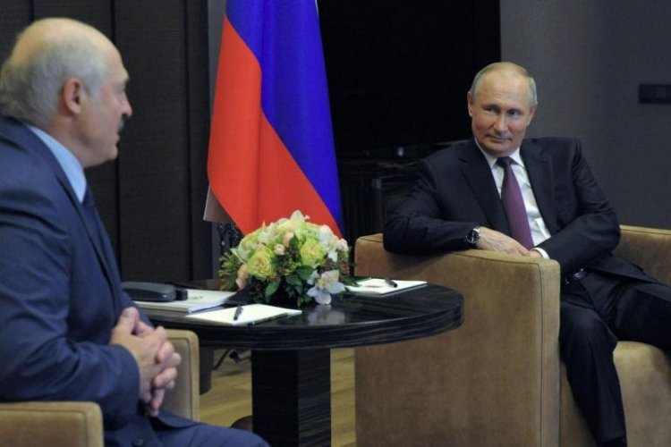 Putin shows support to Belarus leader for forced landing and arrest of a prominent  journalist